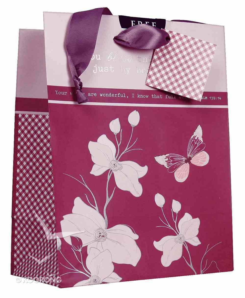Gift Bag Medium: Everything Beautiful (Incl Tissue Paper & Gift Tag) Stationery