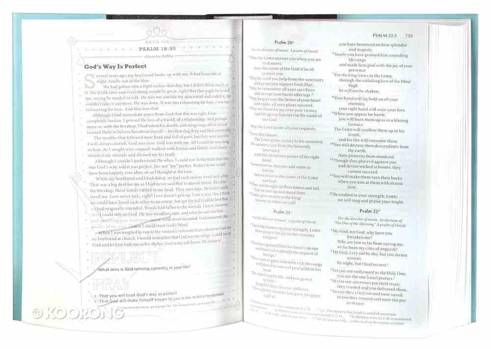 NIV Devotional Bible For Women Aqua (Black Letter Edition) Hardback