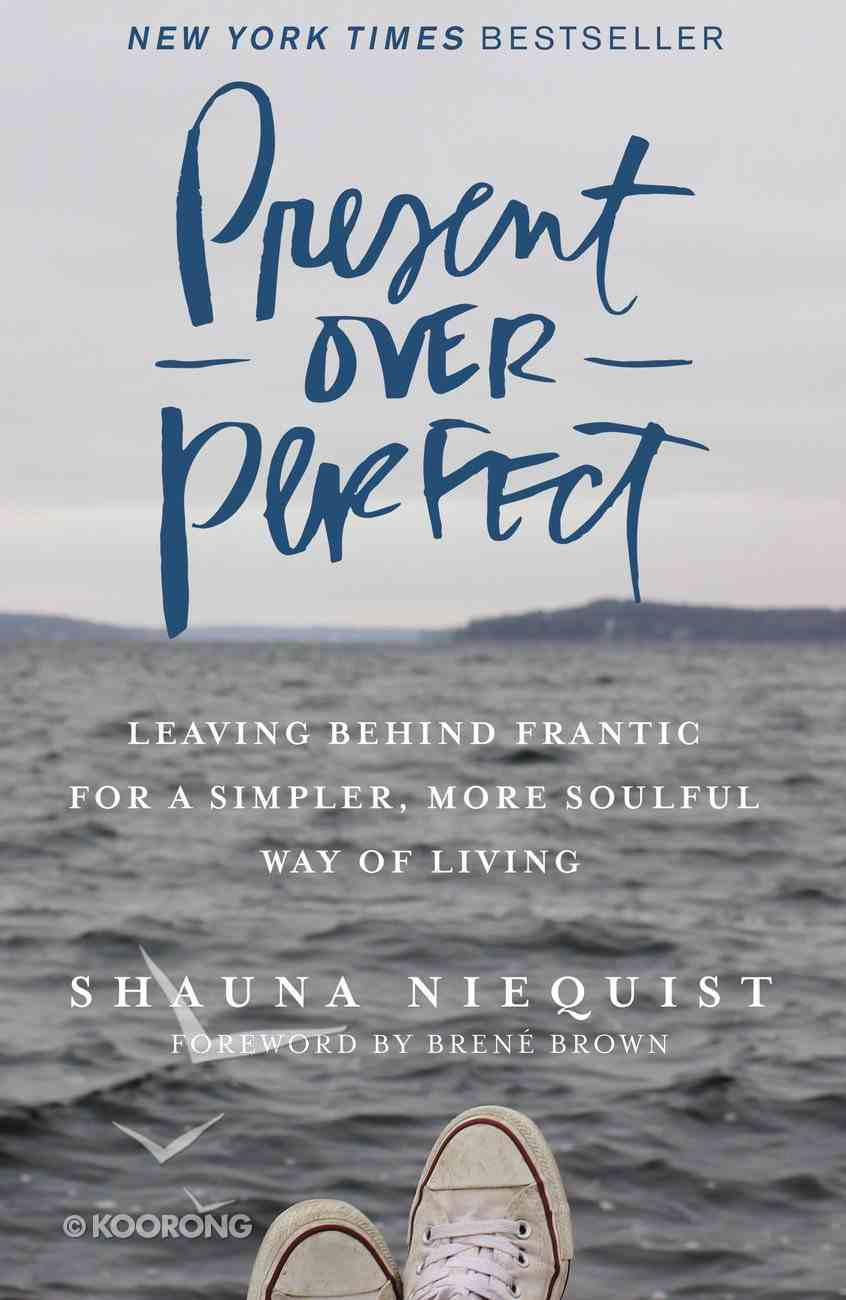 Present Over Perfect: Leaving Behind Frantic For a Simpler, More Soulful Way of Living Hardback