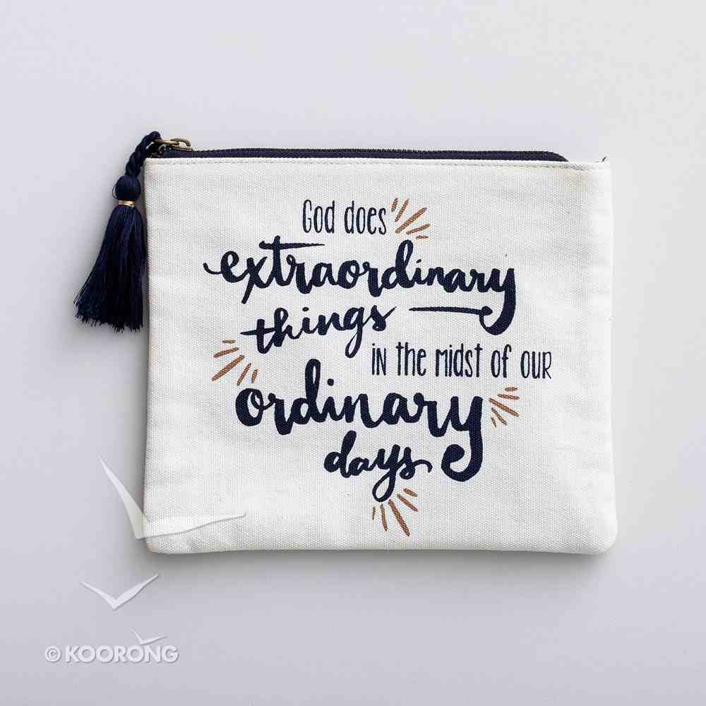 Cosmetic Bag: God Does Extraordinary Things in the Midst of Our Ordinary Days, Black/White ((In)courage Gift Product Series) Soft Goods