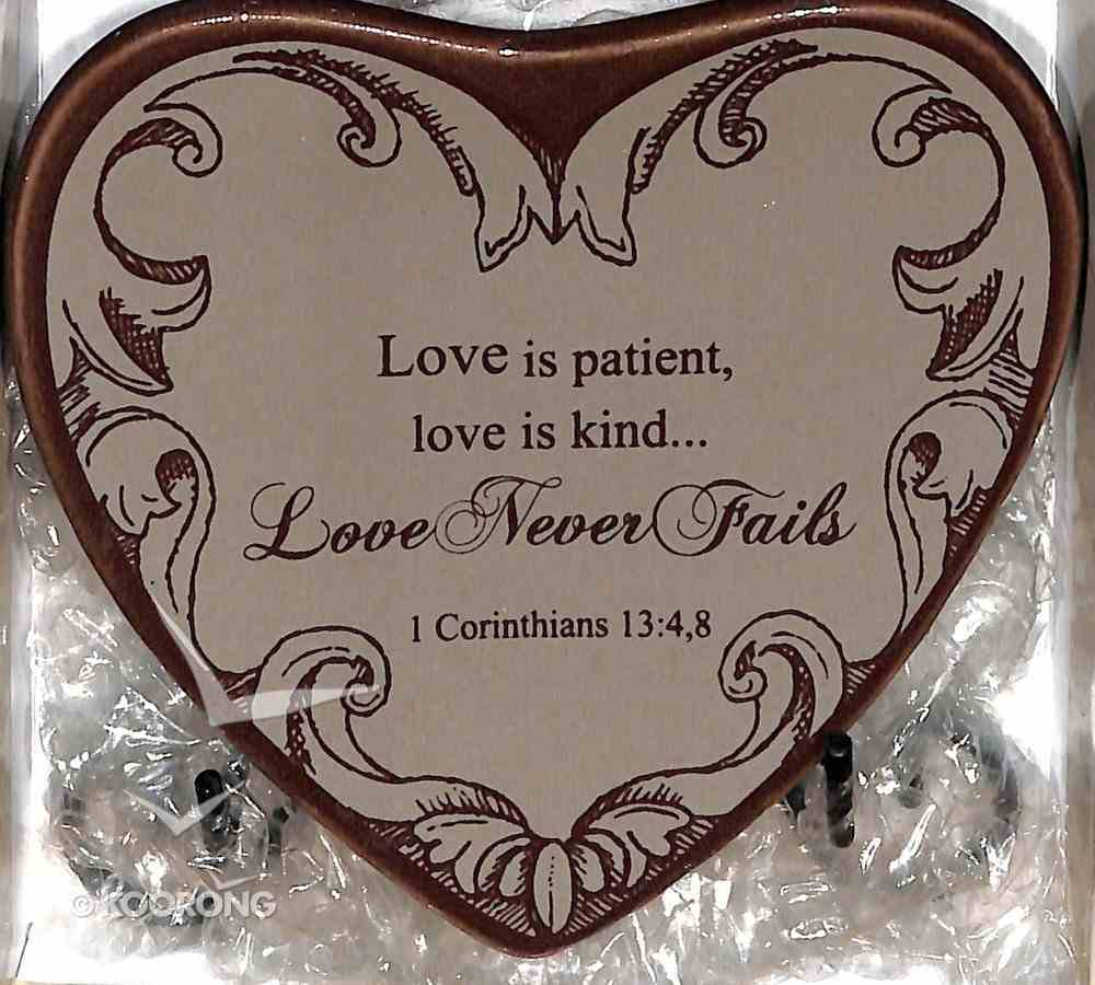 Plaque Heart to Heart: Love is Patient, Love is Kind, Love Never Fails Beige (1 Cor 13: 4,8) Plaque