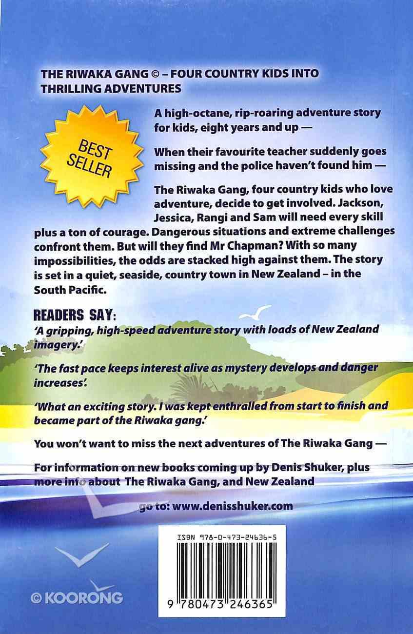Attack At Shark Bay (#01 in Riwaka Gang Adventure Series) Paperback