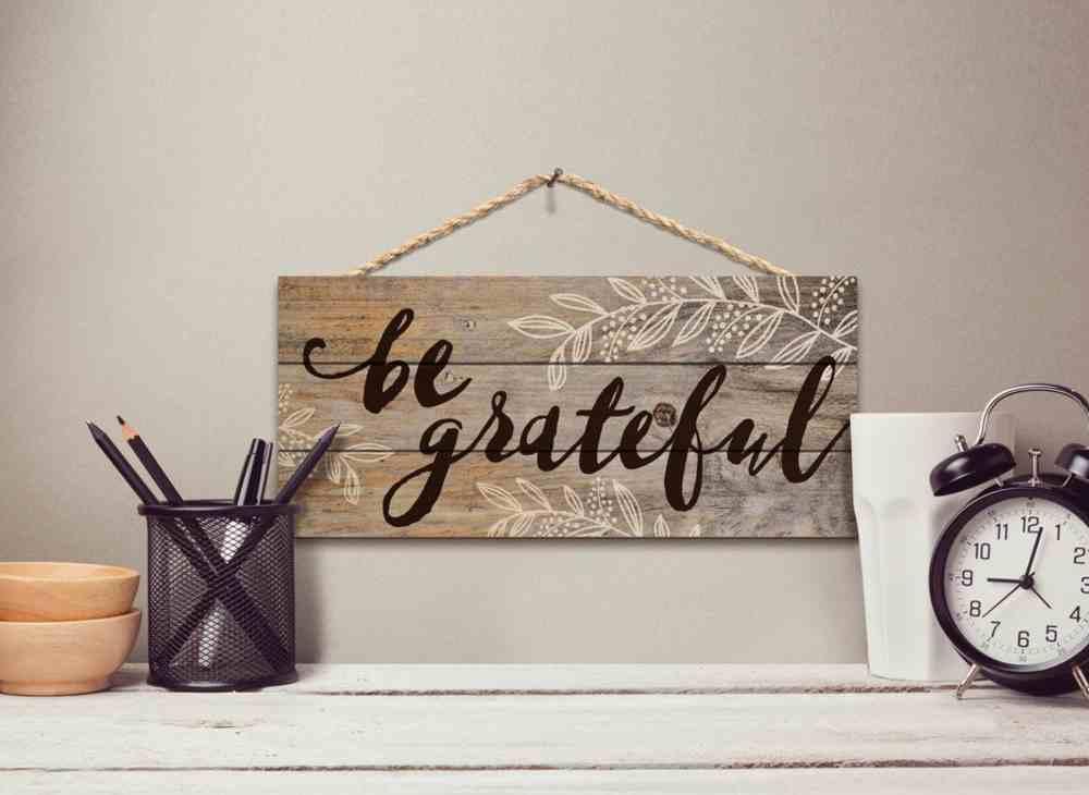 String Sign: Be Grateful, Pine, Leaf Outlines Plaque