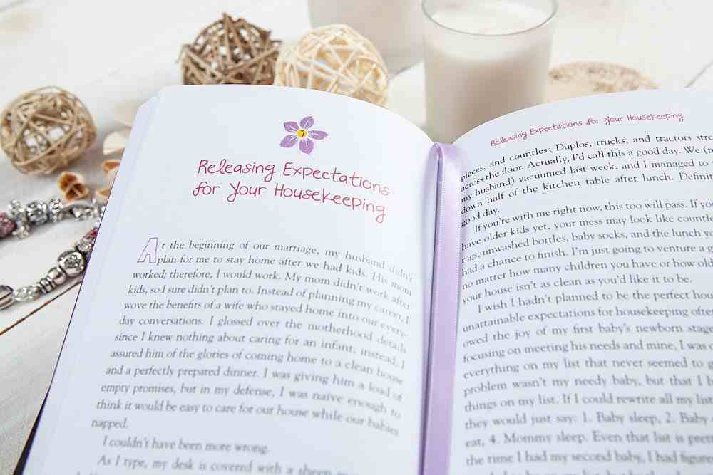 Unsupermommy: Embracing Imperfection and Connecting to God's Superpower Hardback