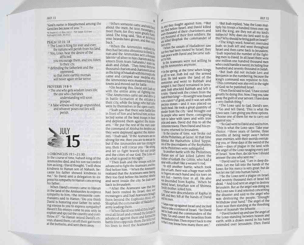 The NIV One Year Bible (Black Letter Edition) Paperback